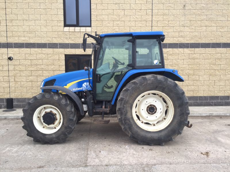 2012 New Holland T5070